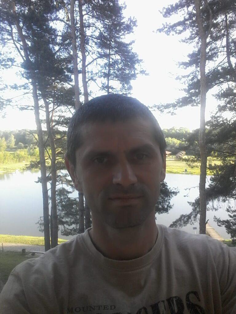 """Охоронці агенства """"Зодіак"""" побили журналіста """"Новин Закарпаття"""" Романа Сенишина"""