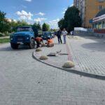 В Ужгороді на вулиці Легоцького встановили обмежувачі руху