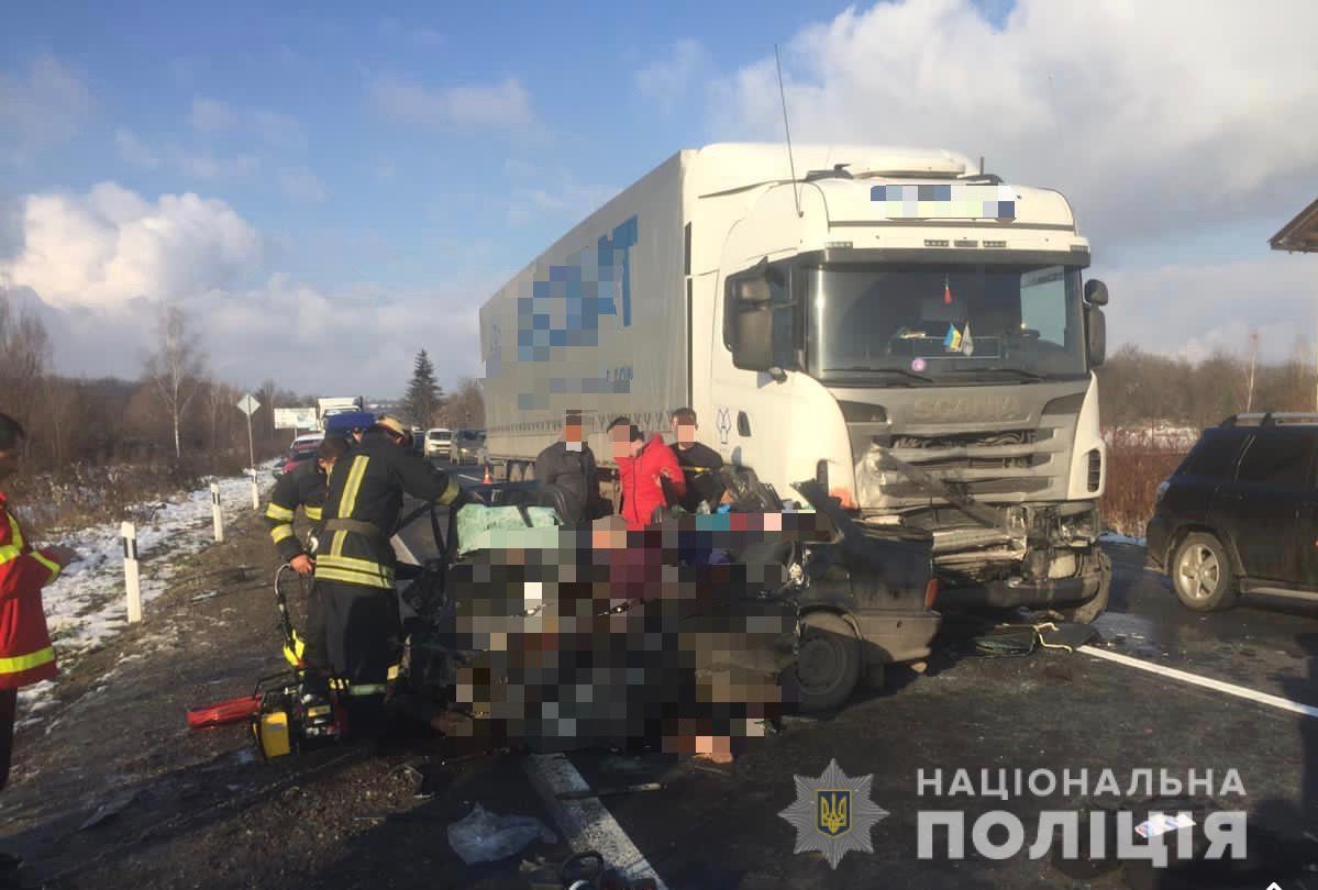 Унаслідок автоаварії на Мукачівщині загинуло 4 людей (ФОТО)